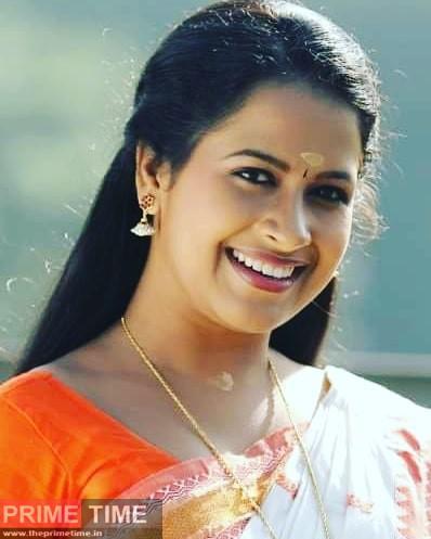 Sadhika Venugopal Images