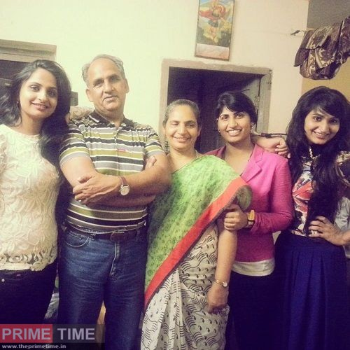 Dimpal-Bahl-with-her-family